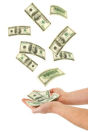 dinero volando: Mano y la ca�da de dinero, aislado en fondo blanco