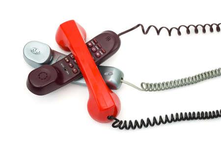 Heap Telefone isoliert auf wei�em Hintergrund