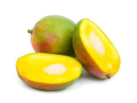 mango fruta: Fruta de mango aislado sobre fondo blanco
