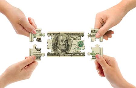 business rival: Manos y el dinero rompecabezas aislados sobre fondo blanco Foto de archivo