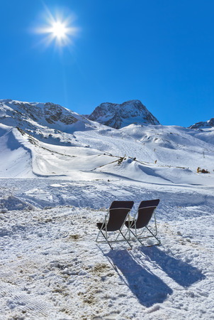 chaise longue: Mountains ski resort Innsbruck Austria - nature and sport background