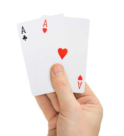 cartas poker: Mano con cartas de póquer aislados sobre fondo blanco