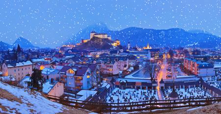 castillo medieval: Castillo de Kufstein en Austria - La arquitectura y el fondo de viaje Editorial