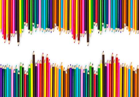 lapiz y papel: L�pices de colores sobre fondo blanco