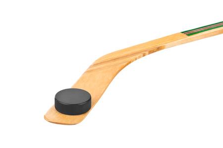hockey sobre hielo: Palo de hockey sobre hielo y puck aislados sobre fondo blanco