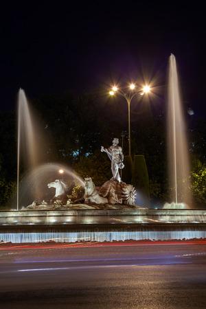 neptuno: La fuente de Neptuno en Madrid Espa�a - fondo de la arquitectura