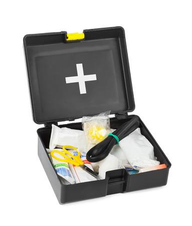 botiquin de primeros auxilios: Botiquín de primeros auxilios aislados sobre fondo blanco Foto de archivo