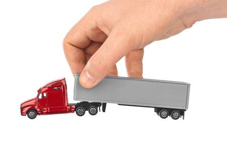 cami�n de reparto: Carro del juguete del coche en la mano aisladas sobre fondo blanco Foto de archivo