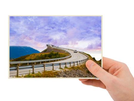 dream car: La fotograf�a en la mano (mi foto) aislado en fondo blanco de viajes a Noruega