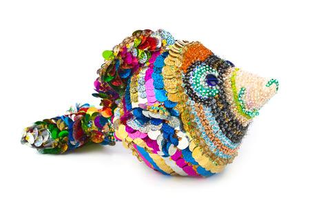fish toy: Pesce giocattolo a maglia isolato su sfondo bianco