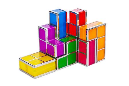 logica: Bloques del juguete de Tetris aislados sobre fondo blanco Foto de archivo