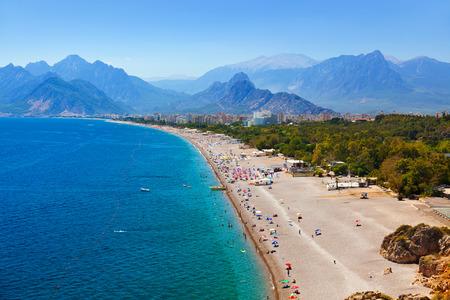 pavo: Playa en Antalya Turquía - fondo de viajes Foto de archivo