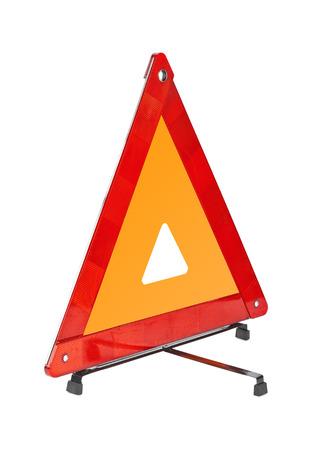 advertencia: Señal de coche - triángulo rojo aislado en un fondo blanco