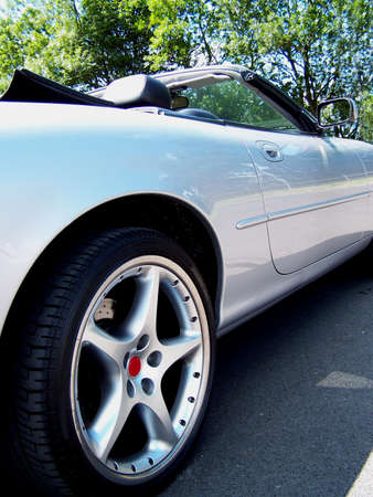 aluminum wheels: Concepto foto de un coche deportivo cl�sico.  Foto de archivo