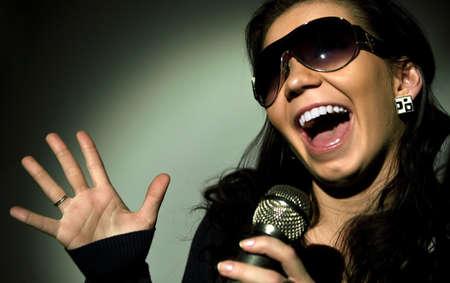 persona cantando: estrella de rock  Foto de archivo