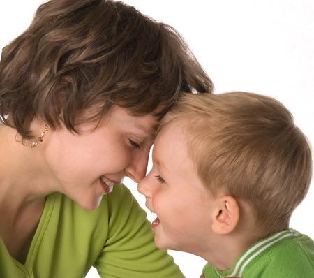 Madre e hijo a ver el rostro del amigo-amigo