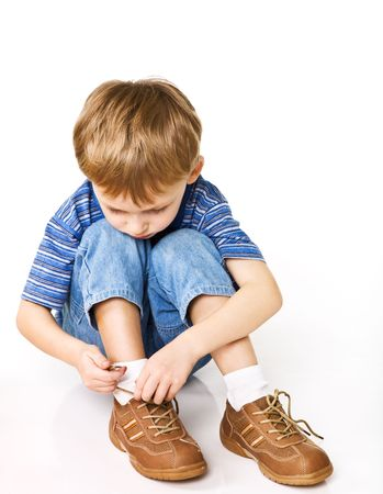 Child try to tie shoelaces