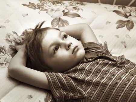 ojos tristes: Lonely ni�o Foto de archivo