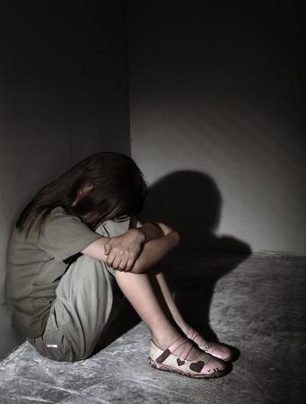 wees: Verwaarloosde eenzaam kind  Stockfoto