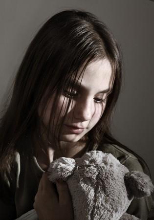 Ni�o solitario con juguete