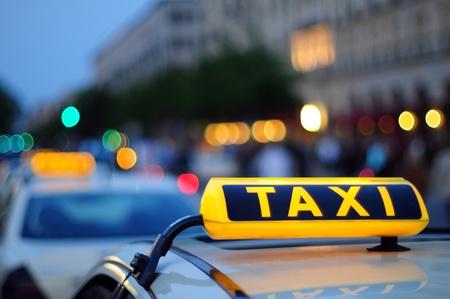 Taxi cartello giallo Archivio Fotografico - 13667319