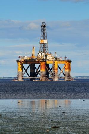 plataforma: Plataforma petrolera en alta mar, norte de Escocia Foto de archivo