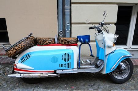 vespa piaggio: Blu di scooter d'epoca Archivio Fotografico