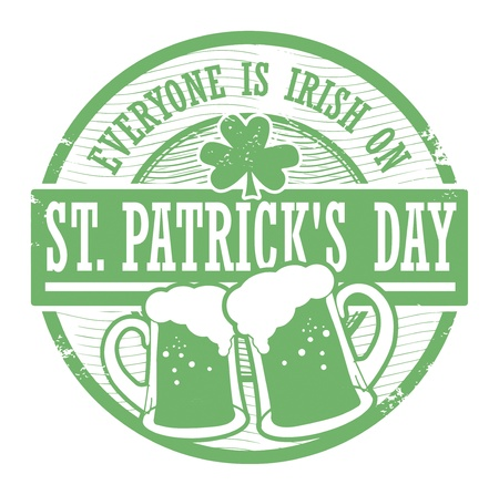 st patrick s day: Verde grunge timbro di gomma con boccali di birra e il giorno di San Patrizio s testo scritto dentro