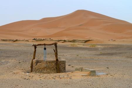 Pozo de agua en el desierto del Sahara, Marruecos