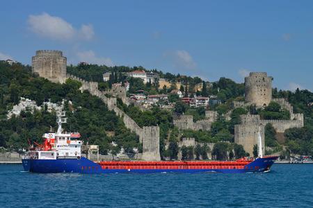 Zwischen und istanbul asien europa grenze in Bosporus