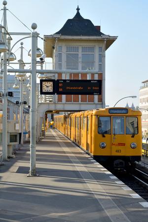 u bahn: BERLIN, OCTOBER 27: Warschauer Stra?e U-bahn subway station on October 27, 2014 in Berlin, Germany. The U-Bahn serves 170 stations spread across ten lines with a total track length of 151.7 km.