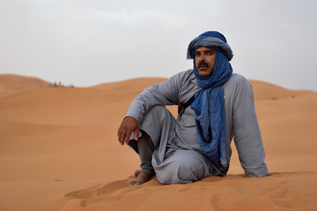 bedouin: SAHARA, MOROCCO - AUGUST 03: Unidentified bedouin man wears traditional clothing in Sahara desert in Morocco, August 03, 2015. The Sahara is the largest hot desert. Editorial
