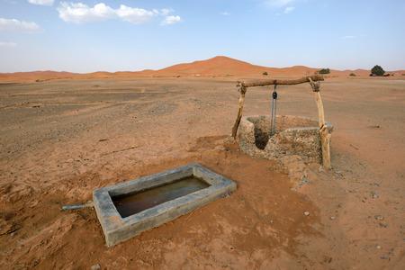 afrique du nord: Ainsi de l'eau dans le d�sert du Sahara, le Maroc, l'Afrique du Nord Banque d'images