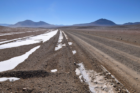 sud: Desert and mountainous landscape in Altiplano - the southern part of Bolivia, South America