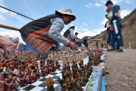 bandera de peru: PISAC, PERU - September 04, 2016: Unidentified people trades traditional souvenirs in Pisac, Peru on September 04, 2016. Pisac is a Peruvian village in the Sacred Valley of the Incas.