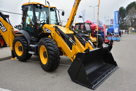 VILNIUS, LITHUANIA - APRIL 27: JCB heavy duty equipment vehicle and logo on April 27, 2017 in Vilnius, Lithuania. JCB corporation is manufacturing equipment for construction and agriculture. Éditoriale