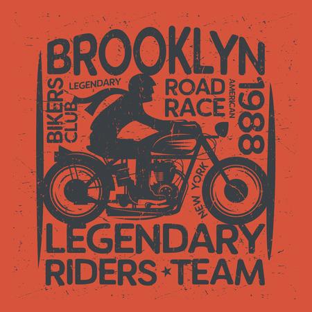Motociclista montando una etiqueta de motocicleta o póster con texto Brooklyn, Bikers Club. Evento de motociclistas o emblema del festival. Ilustración vectorial Ilustración de vector