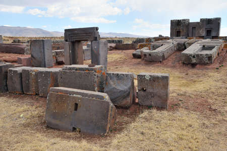 Ruins of Pumapunku or Puma Punku, part of a large temple complex or monument group that is part of the Tiwanaku Site near Tiwanaku, Bolivia Standard-Bild