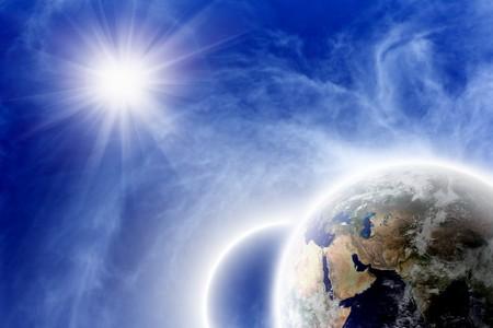 the universe: Trasfondo fant�stico - dos planetas en espacio azul, brillante sol, las nubes blancas