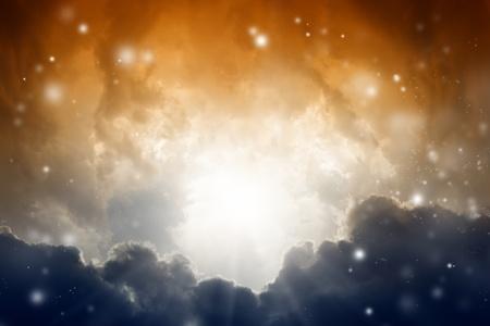 infierno: Dramático de fondo - la luz del sol, las nubes oscuras