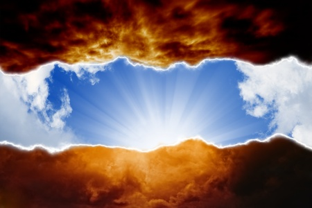 Dramatic background - sun beams in blue sky, dark red clouds, hell and heaven Фото со стока