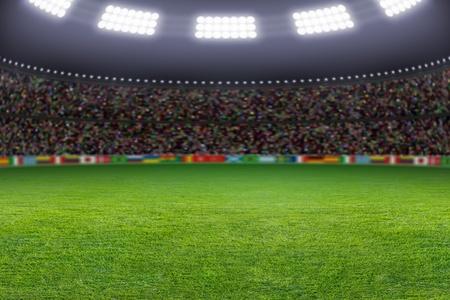 terrain foot: Stade de football vert, champ lumineux, l'ar�ne dans la nuit