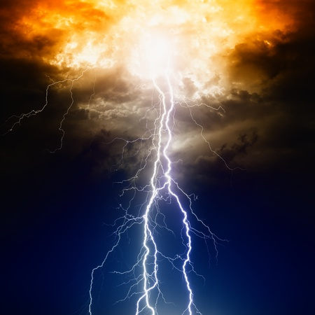 Apocalyptic dramatic background - lighnings in dark sky, judgment day Imagens