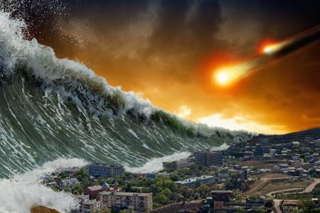 Fondo dramático apocalíptico: olas gigantes de tsunami que estrellan una pequeña ciudad costera, impacto de asteroides, fin del mundo