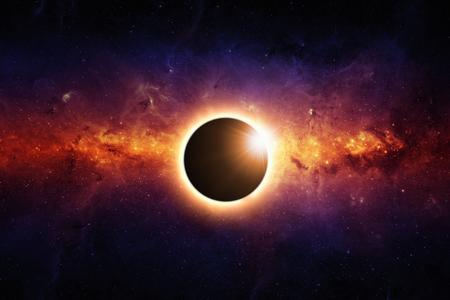 Abstracte wetenschappelijke achtergrond - de volle zon eclips, rode galaxy in de ruimte. Stockfoto