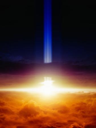 추상 환상적인 배경 - 밤 하늘에서 스포트 라이트, 빛나는 수평선, 밝은 플래시 또는 하늘에서 폭발, 비밀 과학 실험; 외계인 침공