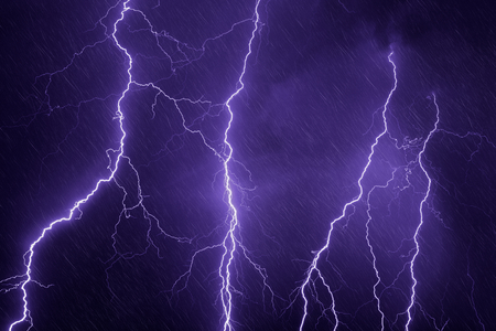 Nature force background - lightnings and rain in dark stormy sky Foto de archivo