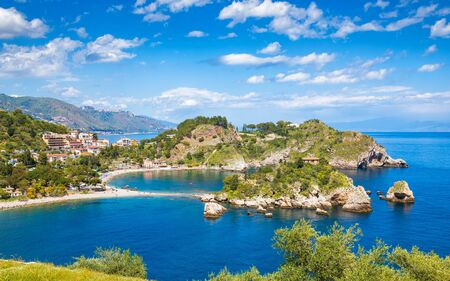 Isola Bella is small island near Taormina, Sicily, Italy. Narrow path connects island to mainland Taormina beach in azure waters of Ionian Sea. Banque d'images