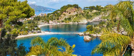 Isola Bella is small island near Taormina, Sicily, Italy. Narrow path connects island to mainland Taormina beach in azure waters of Ionian Sea. 免版税图像