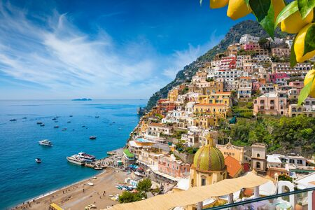 Aerial view of Positano with comfortable beach and blue sea on Amalfi Coast in Campania, Italy. Amalfi coast is popular travel and holyday destination in Europe. Ripe yellow lemons in foreground. 免版税图像